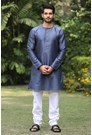 Blue round neck kurta with a sheen finish