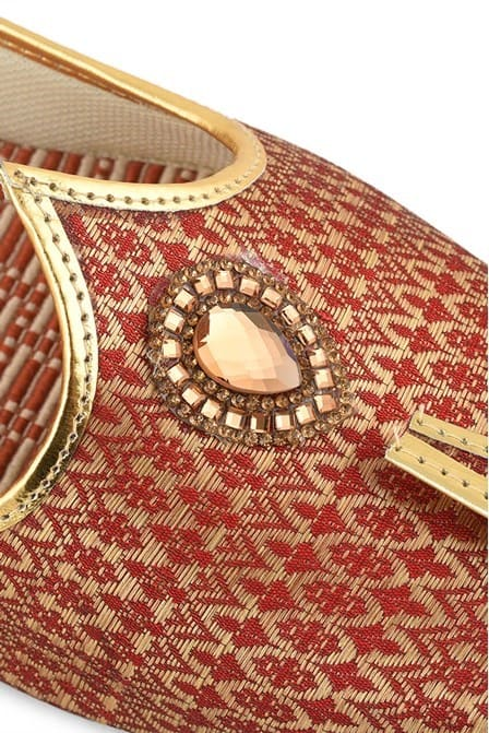Alluring Maroon and golden printed Jooti