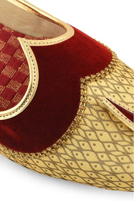 Opulent red with Beige Front Jooti