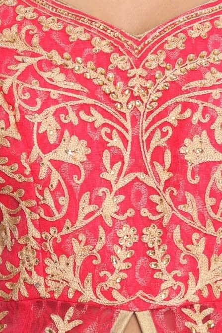 Traditional suit with side opening